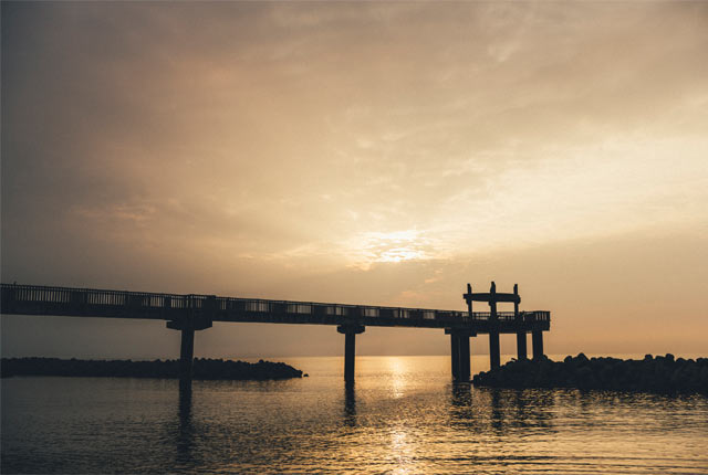 〈夕凪の橋〉