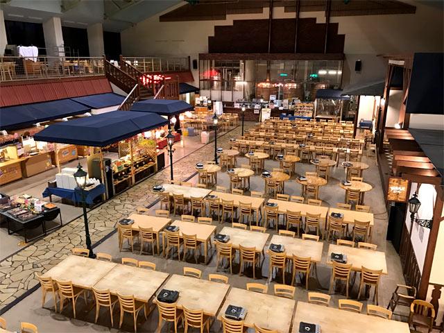 席数も多く広々としたレストラン
