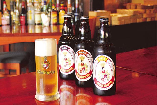 グラスに注がれた〈薪小屋〉のビール