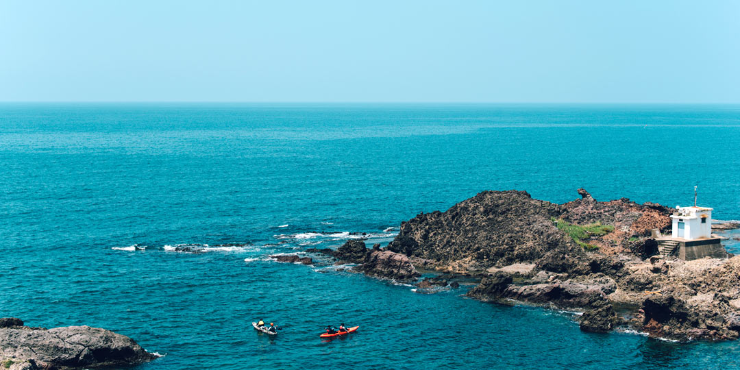 初心者でも気軽に日本海の大海原へ!シーカヤックで鯨波の自然美に魅せられるプチ冒険