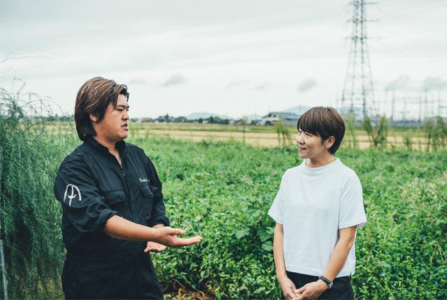 飯塚さんの話をきく坂田さん