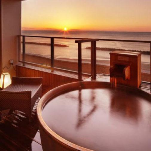 景色も湯船もあかね色に染まる、夕日の見える温泉宿3選