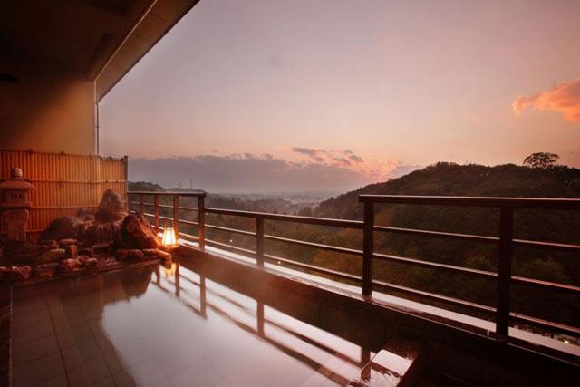 〈ホテル小柳〉の露天風呂