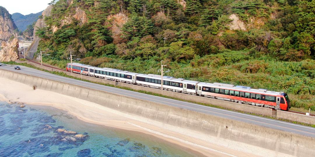 新潟と庄内の四季折々の味と日本海の絶景が楽しめる観光列車〈海里〉が新潟ー酒田でデビュー!