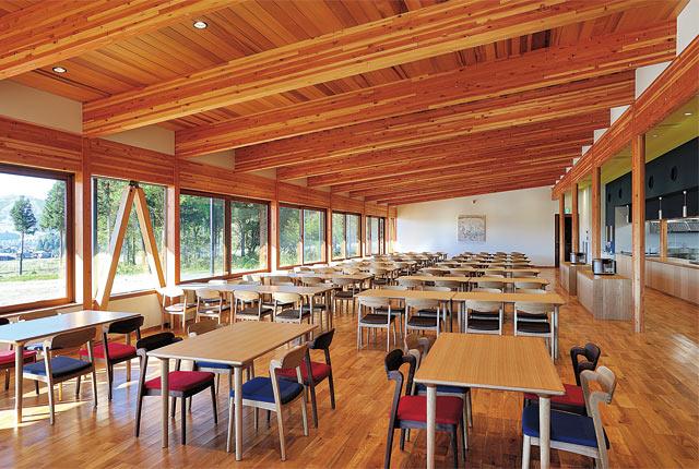 八海山みんなの社員食堂の内観