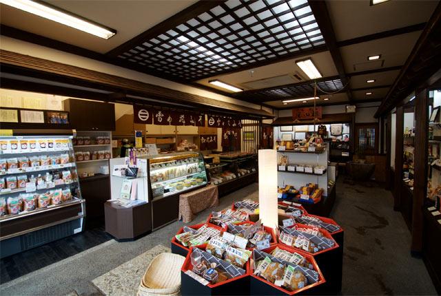 〈杉田味噌醸造場〉の店内
