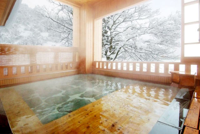 雪国の宿 高半の露天風呂