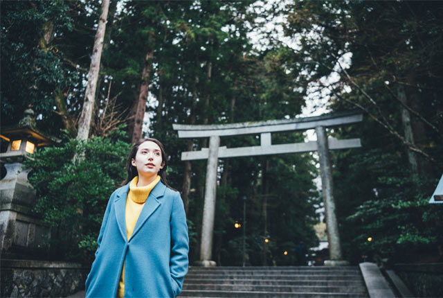 彌彦神社を訪れた斉藤アリスさん