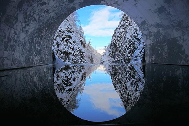 清津峡渓谷トンネルが芸術作品に