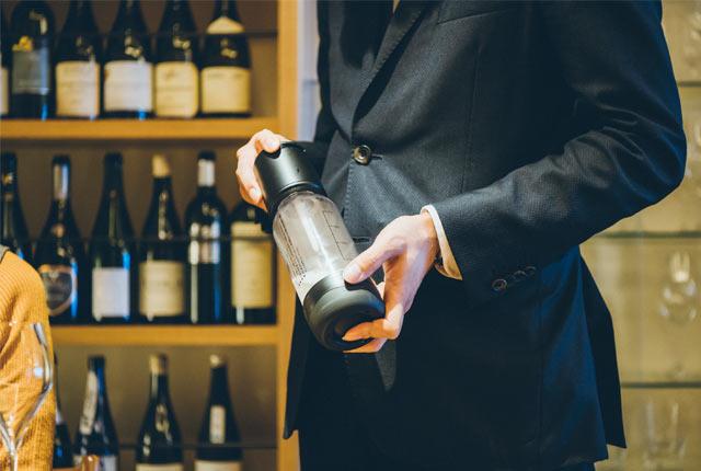 山岸さんがスパークリング日本酒をつくる
