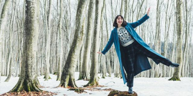 スッと立ち並ぶ美人林と雪のレフ板効果でキレイ度が上がる一枚を