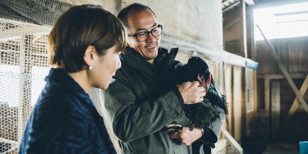 料理家・坂田阿希子さんが巡る、新潟「食」の旅 「180日間かけて育て、感謝していただく。〈とりやきoniya〉の養鶏にかける思い」
