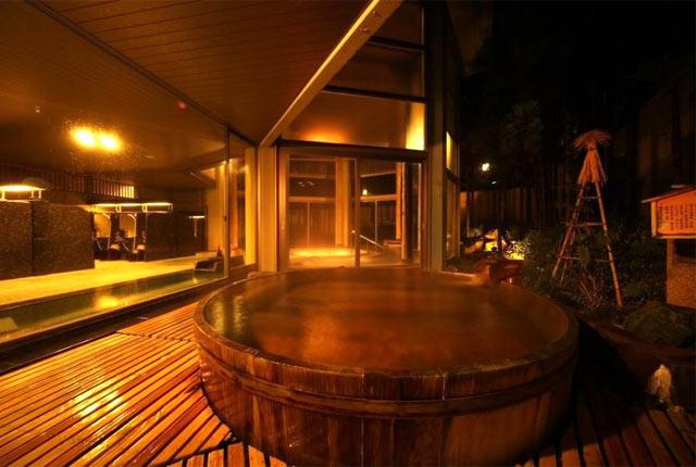 〈ゆもとや〉の客室露天風呂