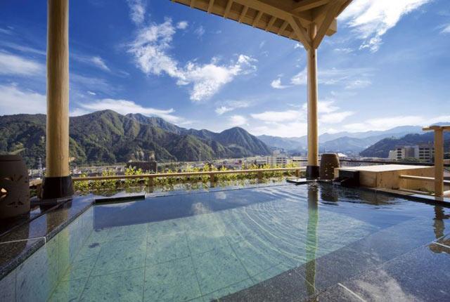 〈ホテル双葉〉の露天風呂