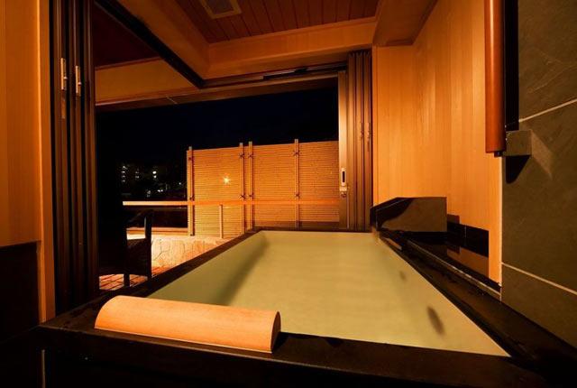 〈松泉閣 花月〉の客室風呂