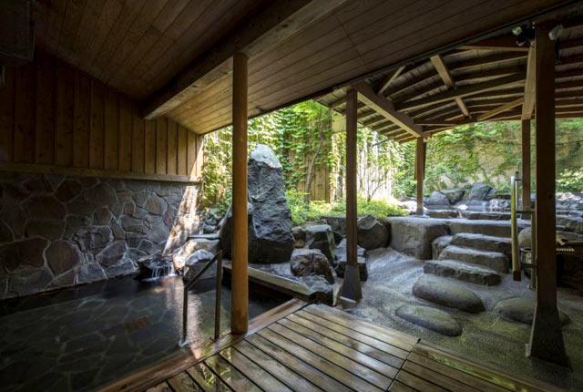 〈松泉閣 花月〉の露天風呂