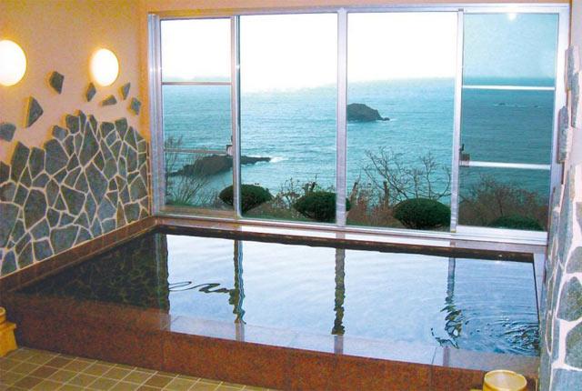 大浴場から海が見渡せる