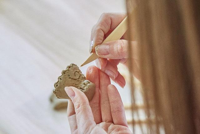 縄の文様を表面に装飾