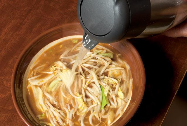 割りスープを入れる