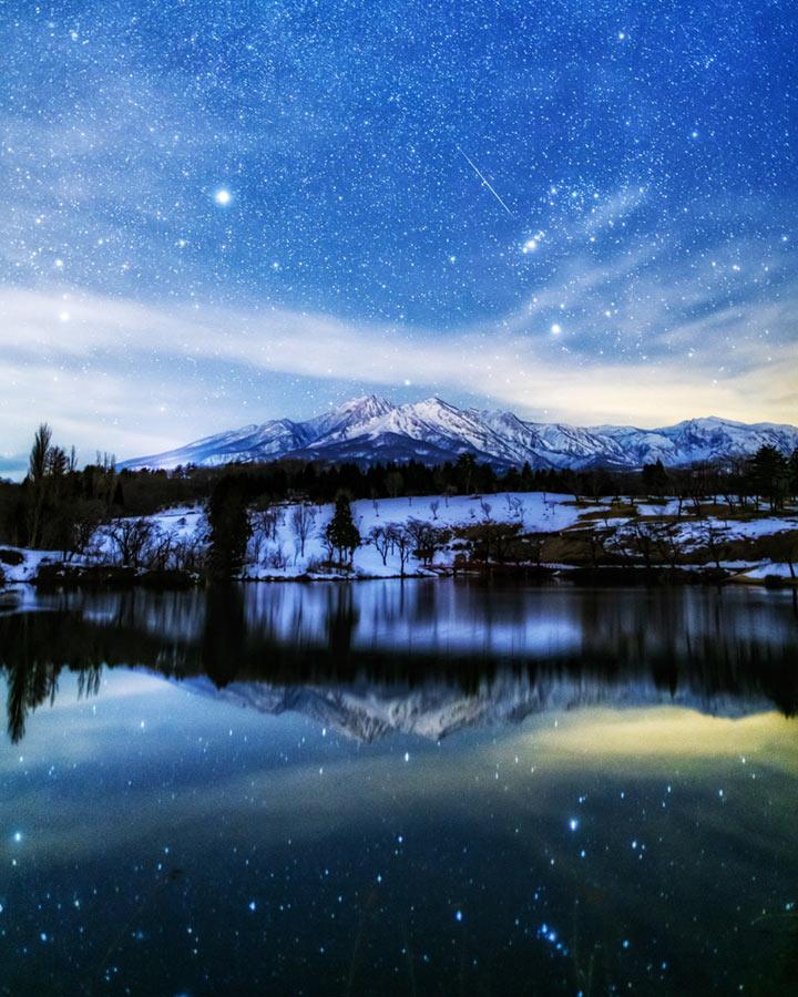 妙高山と松ヶ峯池