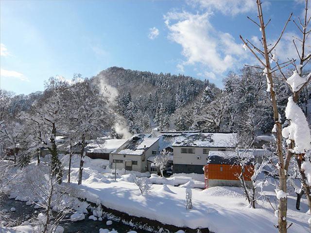 雪景色の中の鮎正宗酒造