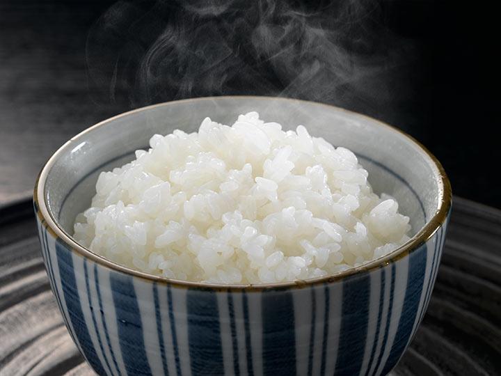 新潟県産の炊きたてのお米