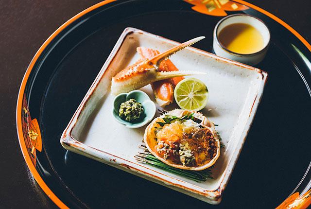 〈鍋茶屋〉のズワイガニ料理