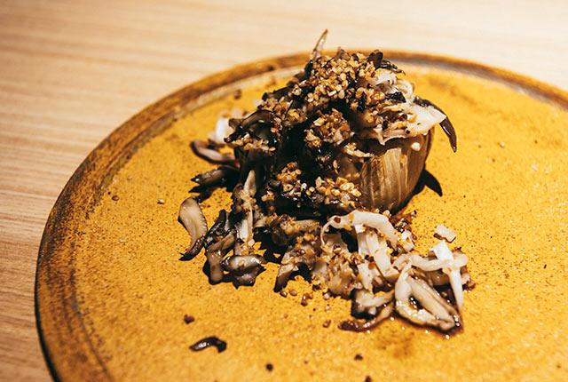 雪室で熟成された白菜、八色椎茸、舞茸を使った料理