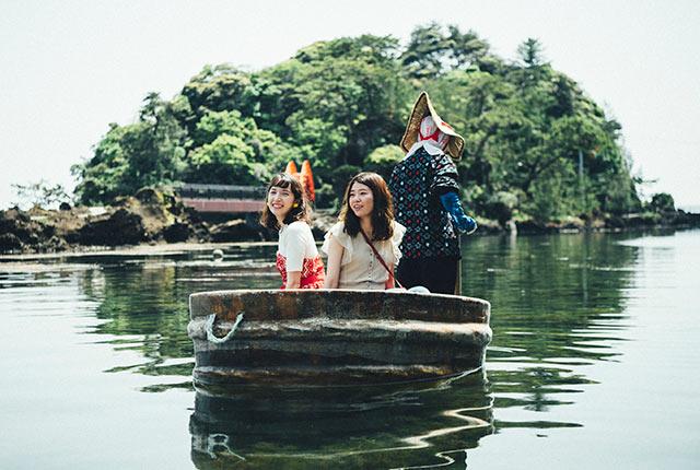 佐渡島のたらい舟に乗る