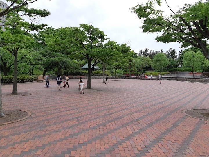 西大畑公園と新潟市美術館