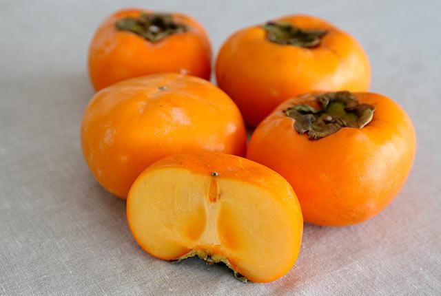 佐渡の秋を告げるおけさ柿