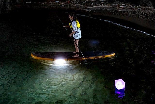 夜の海を漕いで散歩