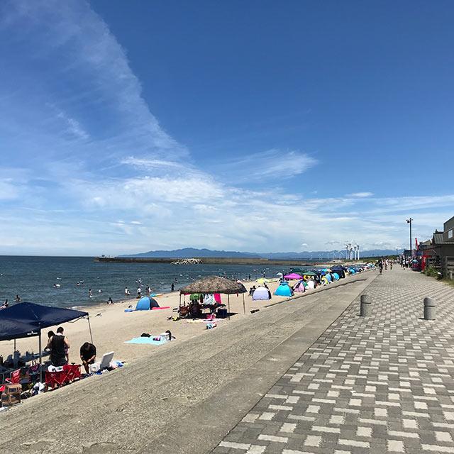 白い砂のロングビーチ