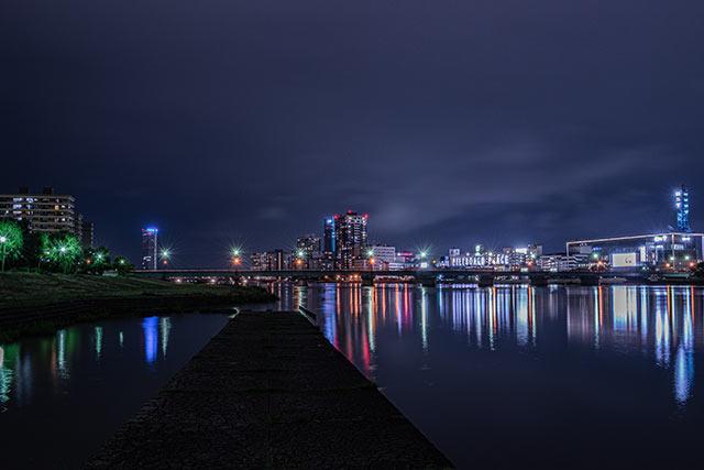 新潟市のビル群の夜景