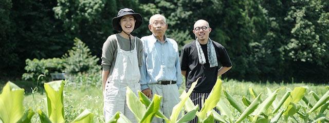 ウコン農家山崎一一(かずいち)さんと田中美央さん