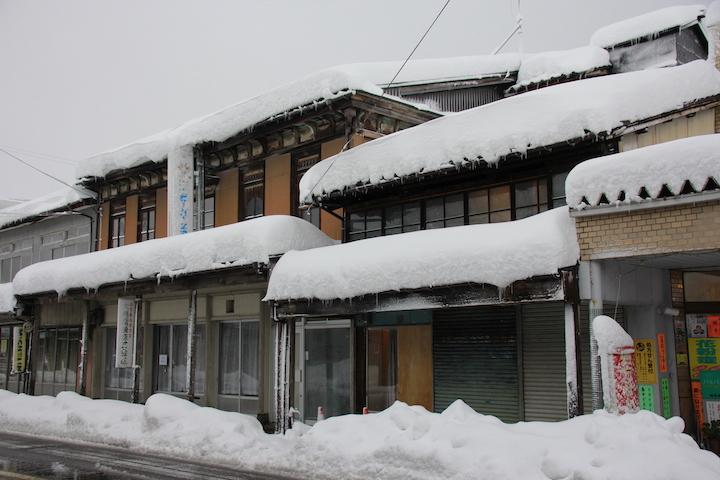 雪が積もった雁木