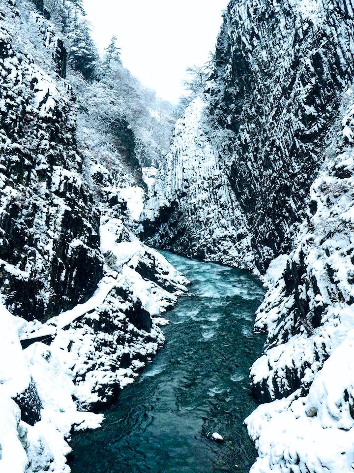 清津峡のなごり雪