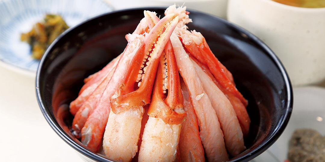 妙高市〈まるよし〉の「特選カニめし」は、必食の贅沢丼。