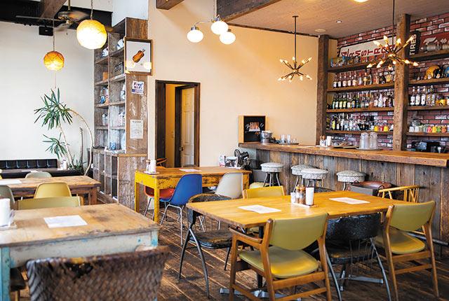 〈Birds INN cafe〉の店内