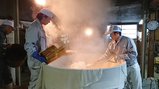 日本酒の仕込みの様子