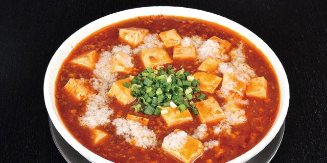 新発田市〈とらまる〉の麻婆麺は、背脂×チーズのコクをプラス!