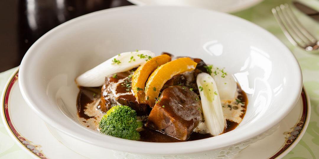 〈レストラン ミサゴ〉で味わう地場食材を使った料理と胎内ワイン