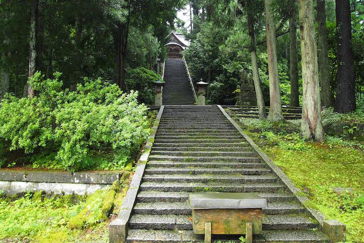 青海神社の参道