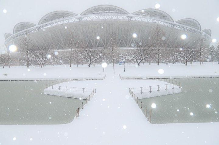 雪が舞う新潟