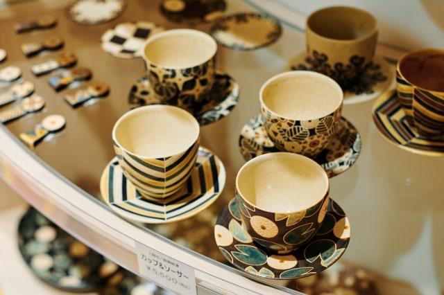 〈陶房柳澤〉のカップ&ソーサー