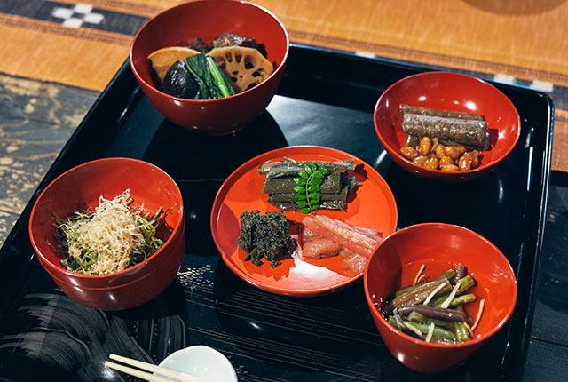 関さん特製の山菜料理