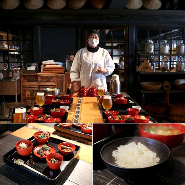 関アツ子さんと料理が並べられた御膳