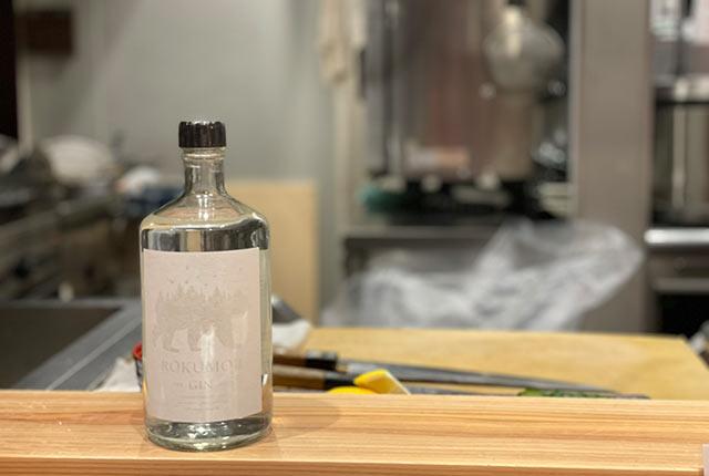 クラフトジン〈ROKUMOJI〉のボトル