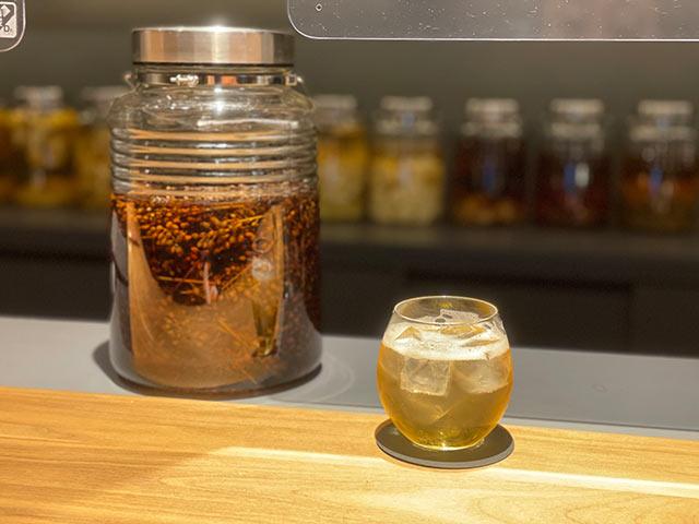 杏仁香(あんにんご)酒のソーダ割り