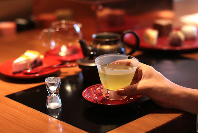 日本茶をいただく
